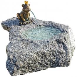 Brunnenset ´Froschkönig Georg´, Bronze auf Stein, Brunnen