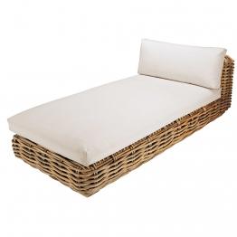 Garten-Chaiselongue aus Rattan mit naturweißen Kissen