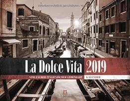 La Dolce Vita - Italienische Lebensart 2019, Wandkalender in Schwarz-Weiß / Sepia im Querformat (54x42 cm) - Lifestyle-Kalender mit Monatskalendarium - 1