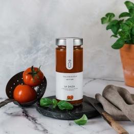 Natürlicher Tomatensugo mit Basilikum