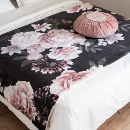 Quilt aus roséfarbener und schwarzer Baumwolle mit Blumenmuster 100x200