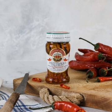 Sardellen in Olivenöl mit Chili